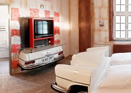 V8 Hotel-A Hotel Dedicated To Automobiles Lets You Sleep In The Most Comfortable Cars (Photo Gallery)-14