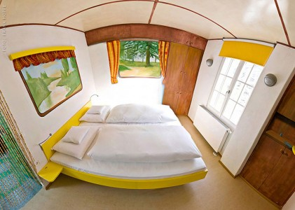 V8 Hotel-A Hotel Dedicated To Automobiles Lets You Sleep In The Most Comfortable Cars (Photo Gallery)-8
