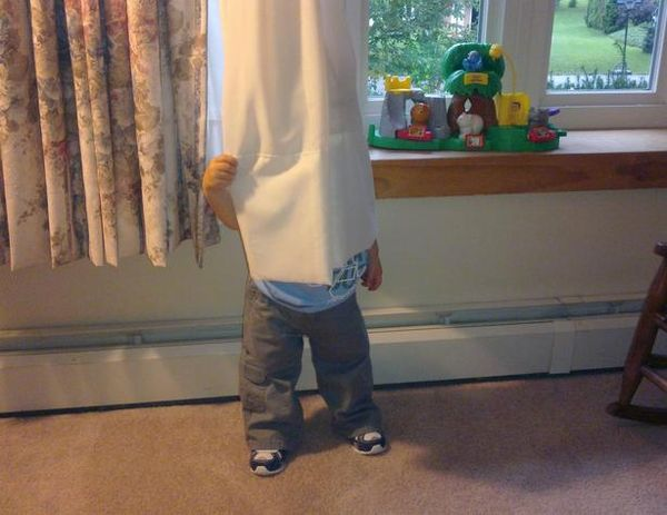 Top 20 Children Playing Hide and Seek Really Badly -10