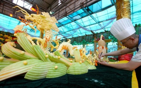 10 Unique Sculptures Made Of Delicious Food That Will Make Your Mouth Water-