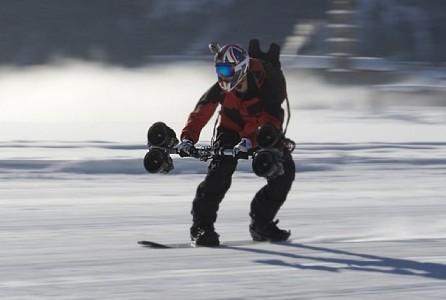 Thruster for skiing