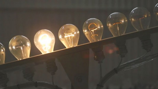 Light Kinetics: See The Light Move From One Bulb To Another Like A Tennis Ball-4