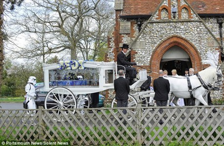 Parents Fulfill Last Desire Of Their 4 Year Old Son By Offering Him A superb Star Wars Funeral-4