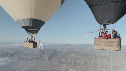 Amazing Stunt Of Walking On A Tightrope Between Two Air Balloons Above Clouds-1
