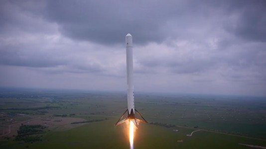 Watch The Spectacular Takeoff And Landing Of A Rocket As Filmed By A Drone (Video)-4