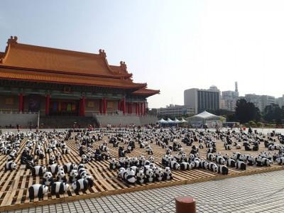 1600 Paper Mache Pandas Invade The City Of Hong Kong-8