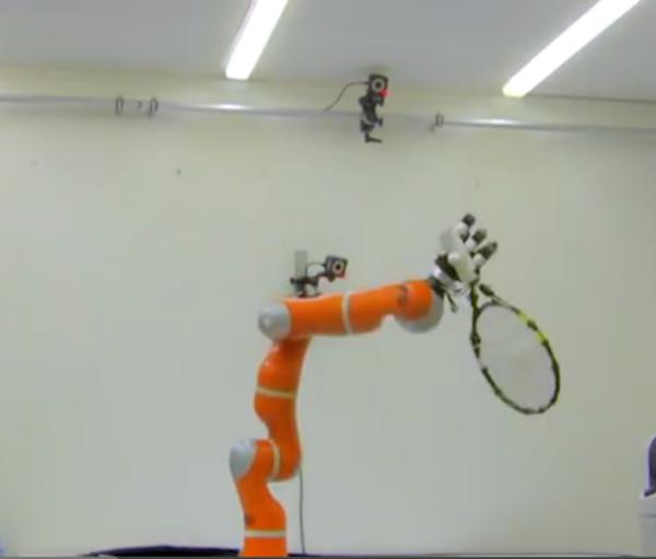 Tennis playing robot