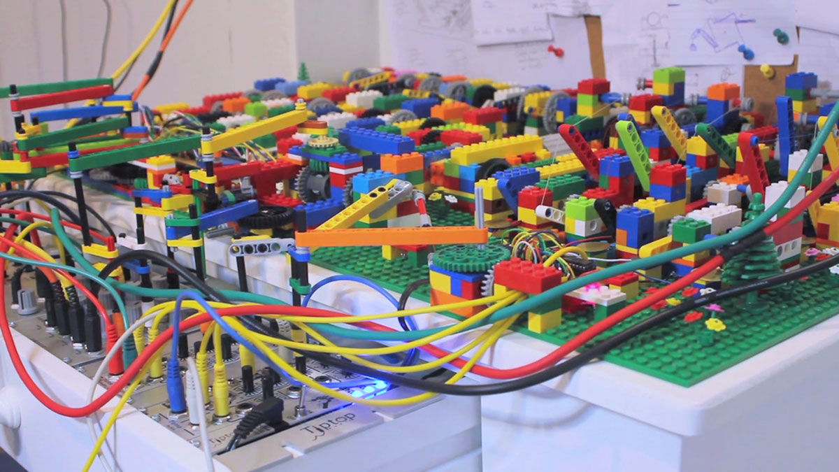 A Passionate Builds An Ultra Complex LEGO Machine That plays Electronic Music-