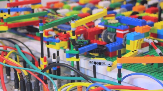 A Passionate Builds An Ultra Complex LEGO Machine That plays Electronic Music-2