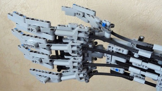 A Passionate Uses LEGO Bricks To Build A Functional Robotic Arm-1