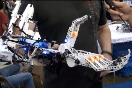 A Passionate Uses LEGO Bricks To Build A Functional Robotic Arm-2