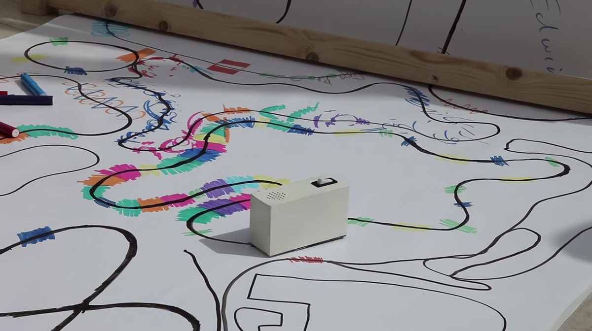 Colour Chaser: A Robot That Creates A Melody From Your Drawing-3