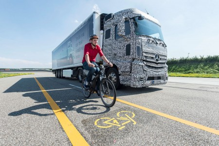 A Novel Blind Spot Motion Detection System Warns Truck Driver Of Accident-3