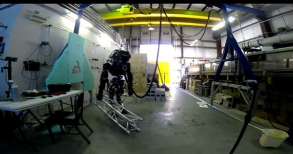 ATLAS: The MIT's Humanoid Robot Can Carry A Heavy Beam-