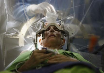 In Future Neurosurgeon Robots Will Repair Your Brain-2