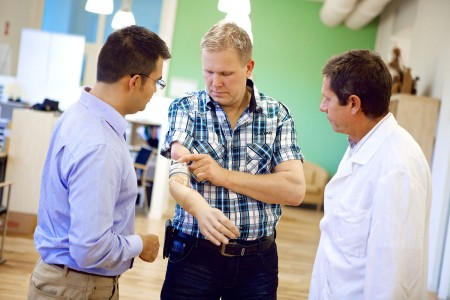 Revolutionary Prosthesic Arm Gives Sensation Of Touch To Amputees-3