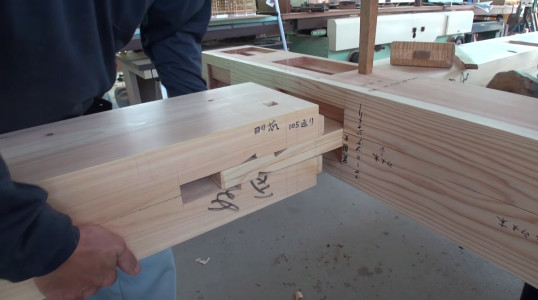 Expert Japanese Carpenters Make Wooden buildings without Using Nails!-1