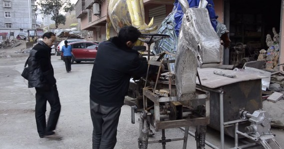 A Chinese Man Makes A Mechanical Horse To Walk In The Street-6