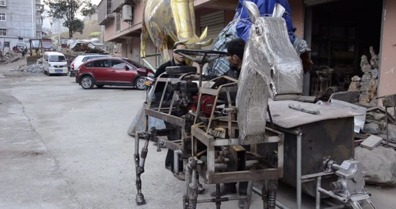 A Chinese Man Makes A Mechanical Horse To Walk In The Street-7