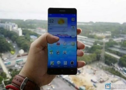 Would Border-less Smartphones With Folding Screens Become A Reality Soon?-1