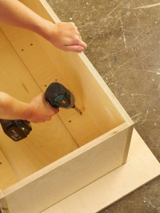 A man makes a wonderful coffee table using birch logs-2