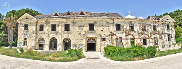 12 Most Creepy Abandoned Hotels For Lovers Of Abandoned Places-22
