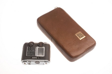 Tobacco Pouch Camera-39 Amazing Spy Gadgets From The Cold War Era-20
