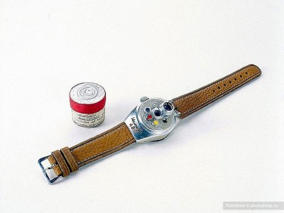 Camera Watch-39 Amazing Spy Gadgets From The Cold War Era-28