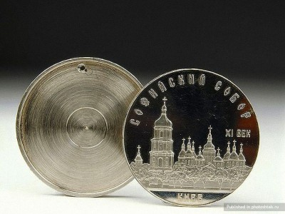 A hollow soviet coin-39 Amazing Spy Gadgets From The Cold War Era-34