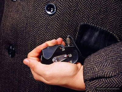 Button camera-39 Amazing Spy Gadgets From The Cold War Era-35