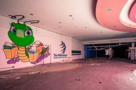Hollywood Fashion Center - Hollywood, Florida-Top 9 Most Surreal Abandoned American Shopping Centers-18