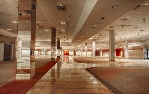 Crestwood Mall - St. Louis, Missouri -Top 9 Most Surreal Abandoned American Shopping Centers-19