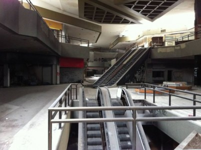 Hawthorne Plaza - Hawthorne,-Top 9 Most Surreal Abandoned American Shopping Centers-24
