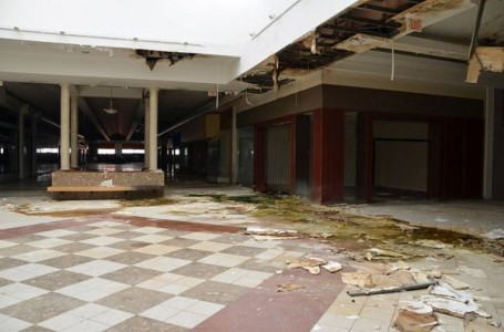 Turfland Mall - Lexington, Kentucky-Top 9 Most Surreal Abandoned American Shopping Centers-25