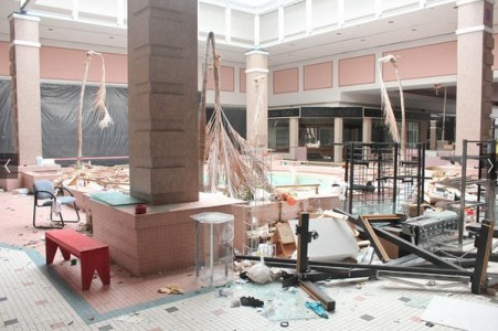 Cloverleaf Mall - Richmond, Virginia-Top 9 Most Surreal Abandoned American Shopping Centers-27