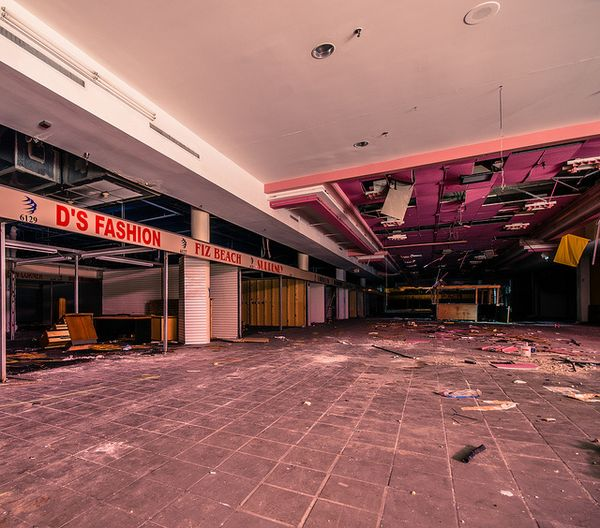Hollywood Fashion Center - Hollywood, Florida-Top 9 Most Surreal Abandoned American Shopping Centers-29