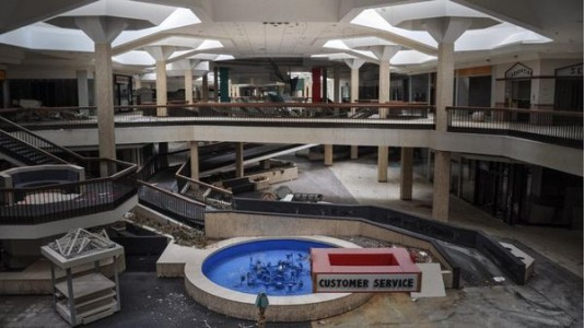 Randall Park - North Randall, Ohio-Top 9 Most Surreal Abandoned American Shopping Centers-5