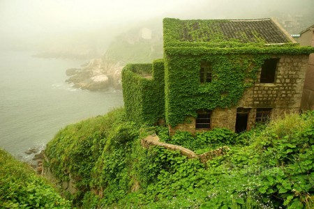 See How Nature Relcaims A Beautiful Abandoned Fishing Village In China?-9