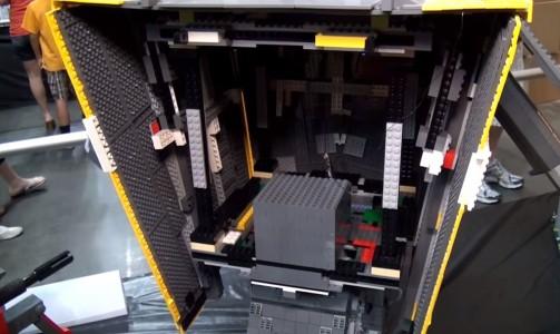 A Passionate Of Borderlands Reproduces Claptrap Robot Using Simple LEGO-3
