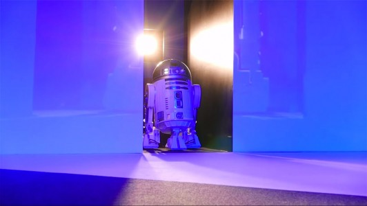 This Amazing R2-D2 Will Come To You And Provide Fresh Drinks-