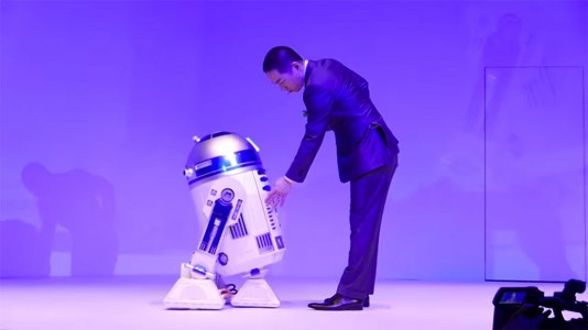 This Amazing R2-D2 Will Come To You And Provide Fresh Drinks-2