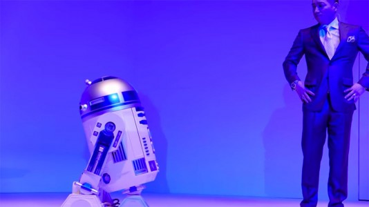 This Amazing R2-D2 Will Come To You And Provide Fresh Drinks-3
