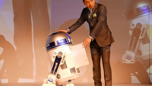 This Amazing R2-D2 Will Come To You And Provide Fresh Drinks-6