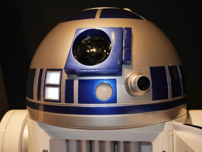 This Amazing R2-D2 Will Come To You And Provide Fresh Drinks-7