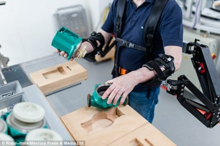 This Revolutionary Exoskeleton Turns Factory Workers Into SUPERHEROES-2