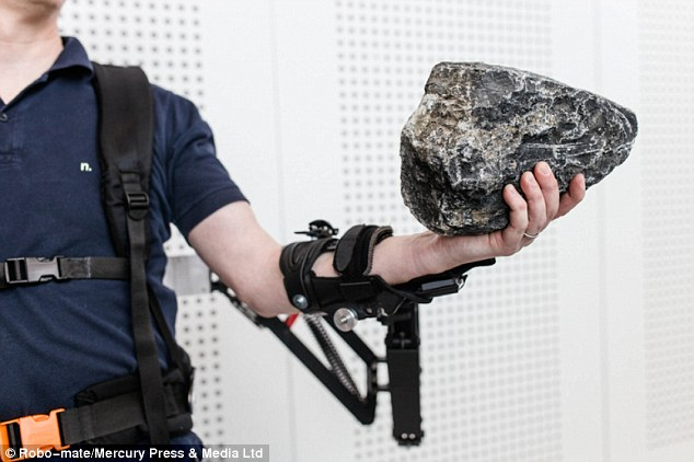 This Revolutionary Exoskeleton Turns Factory Workers Into SUPERHEROES-3