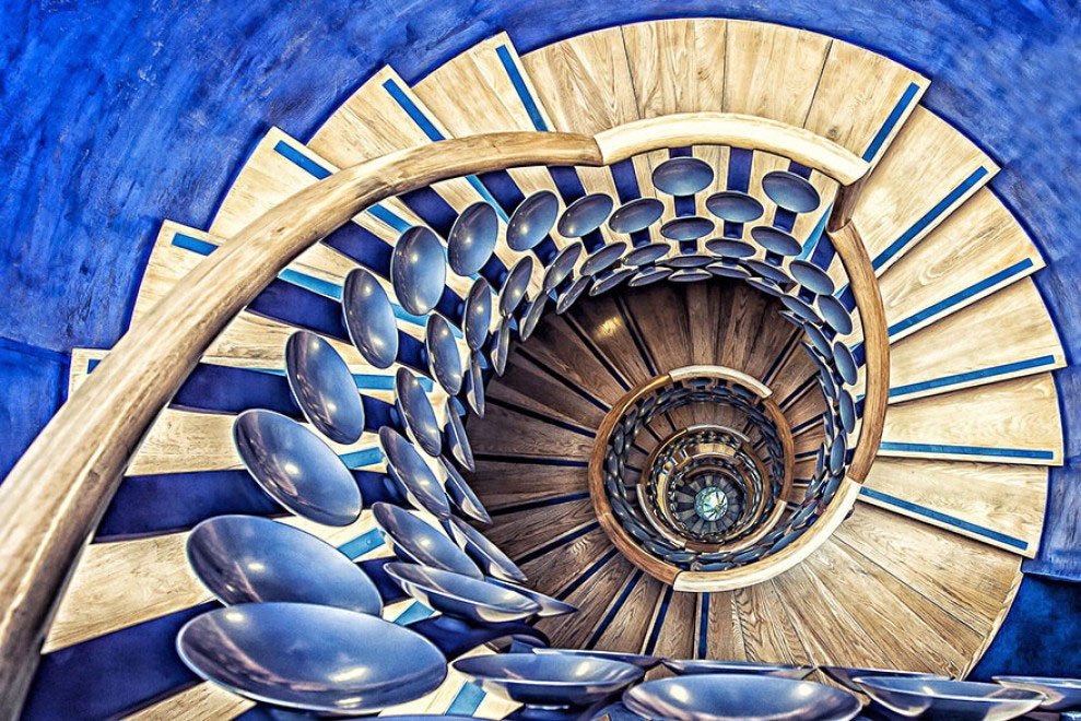 30 Absolutely Mesmerizing Spiral Staircase Designs From Around The World-20