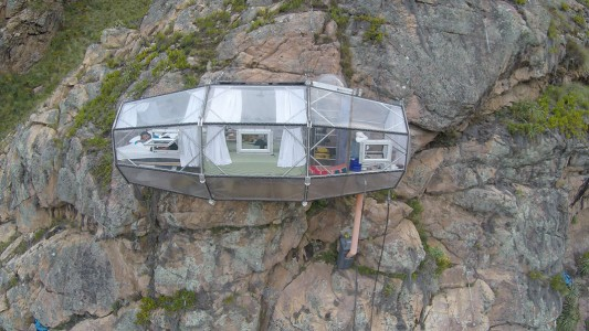 Dare To Spend A Night In These Dizzying Capsules More Than 100 Meters High-8