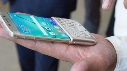 Hands-on Review Of Samsung's Blackberry Like Qwerty Keyboard-6