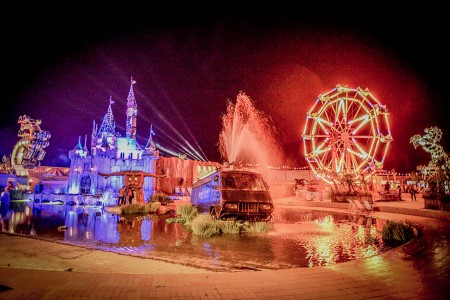 Dismaland- A Disneyland Like Park That Mocks The Decadence Of Our Society-38